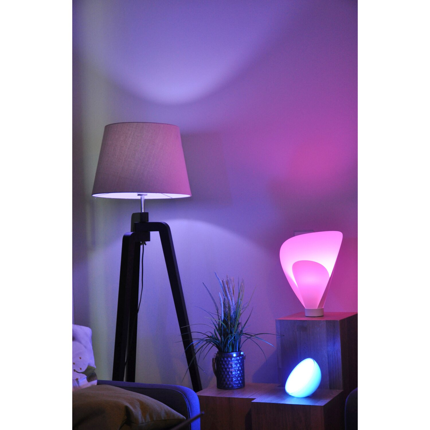 philips hue led lampe e27 10w wei mehrfarbig color ambience starter set eek a kaufen bei obi. Black Bedroom Furniture Sets. Home Design Ideas