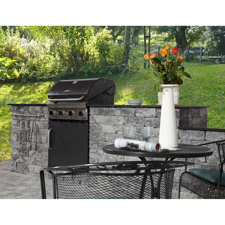 Rustikale Outdoor Küche. Küche Weiß Gold Arbeitsplatte